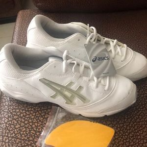 Brand New Asics  shoes 👟